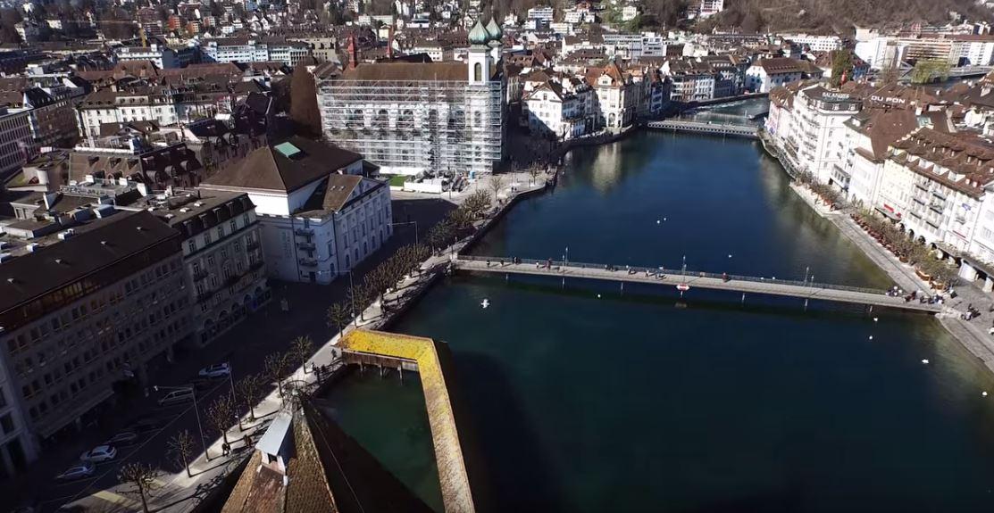 Braut und Bräutigam in der Altstadt von Luzern
